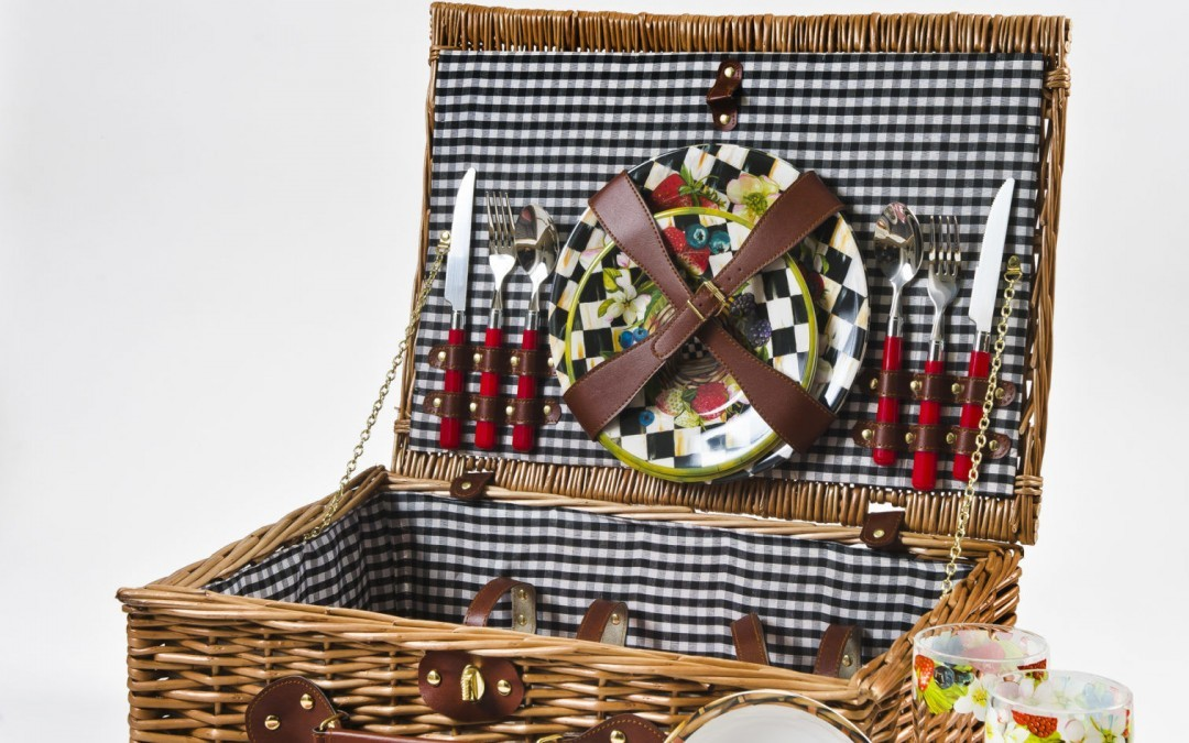 Enjoy Spring with Some High-End Picnic Accessories