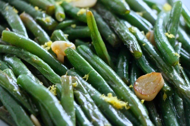 Tunisian S'lata Lubia – Simple Green Beans with Garlic and Lemon