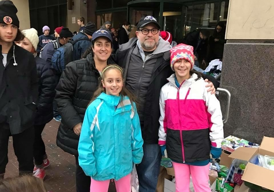 Mount Washington Mom Helps the Needy on Thanksgiving Morning