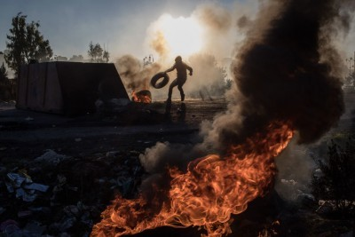 Palestinian Man Killed, 300 Wounded in West Bank and Gaza