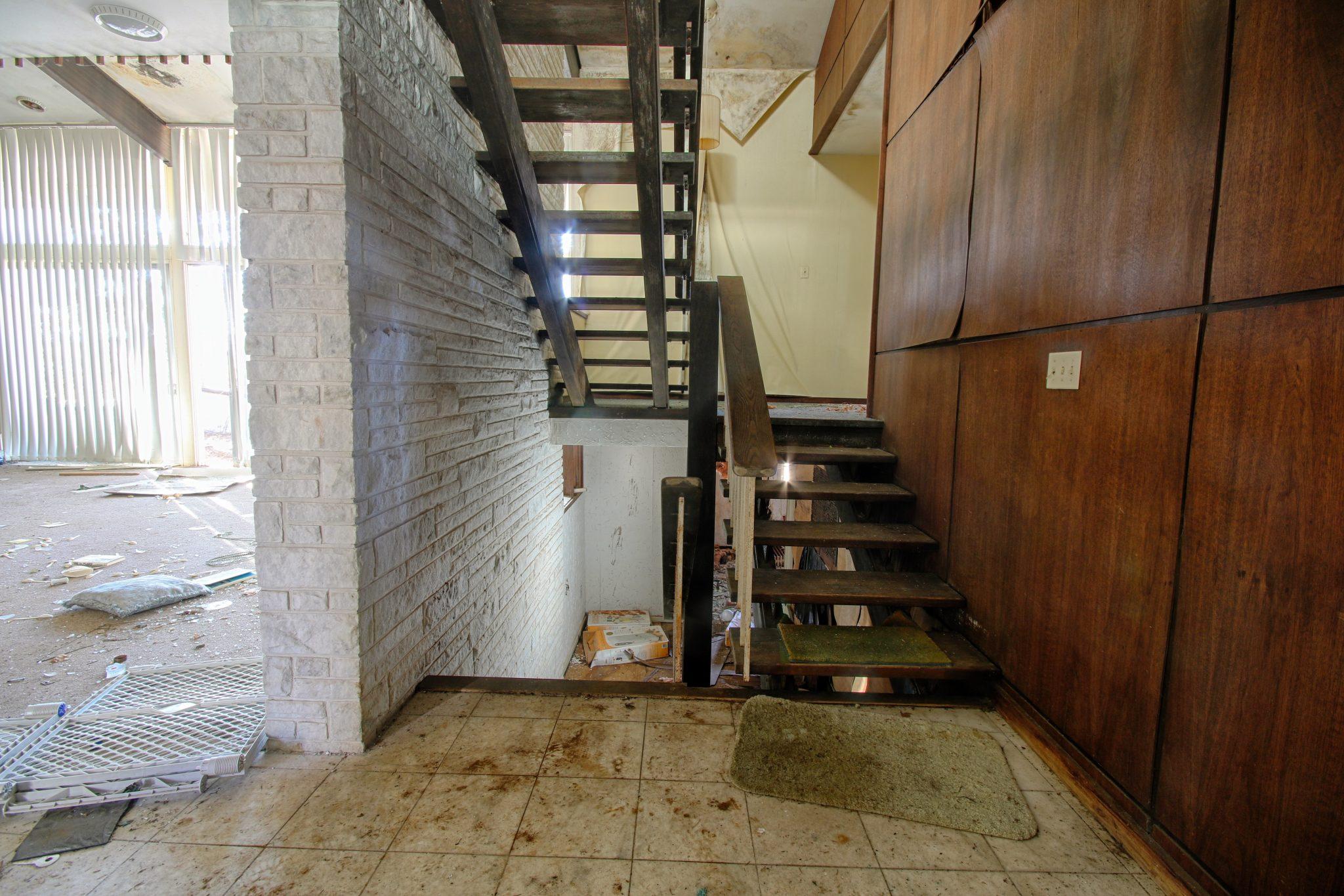 Nevele Hotel Lodge Stairway