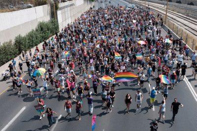 LGBT Demonstrators Block Major Tel Aviv Highway in Start of Nationwide Strike