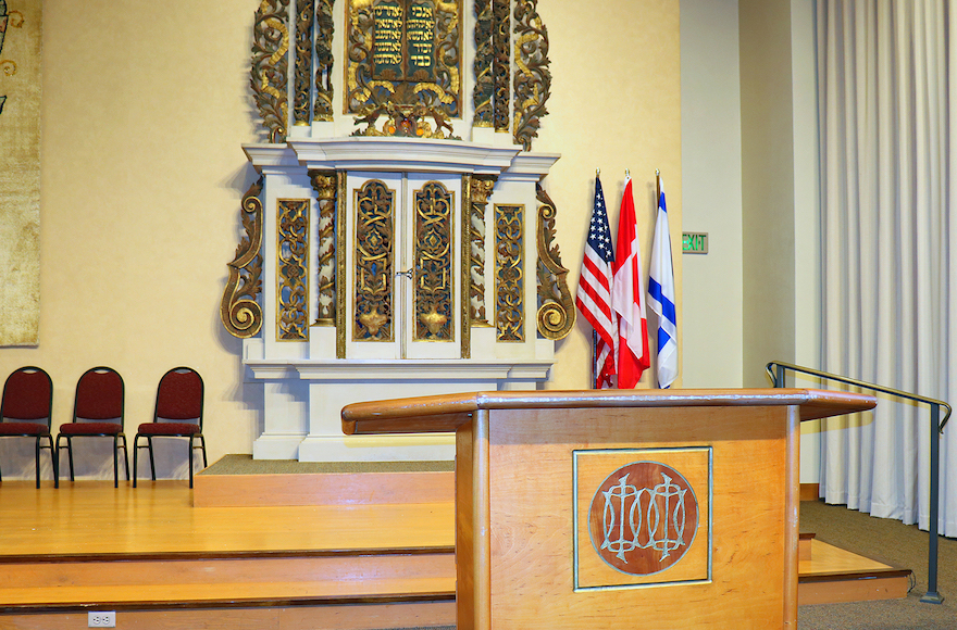 Why Synagogues Started Putting American Flags in the Sanctuary
