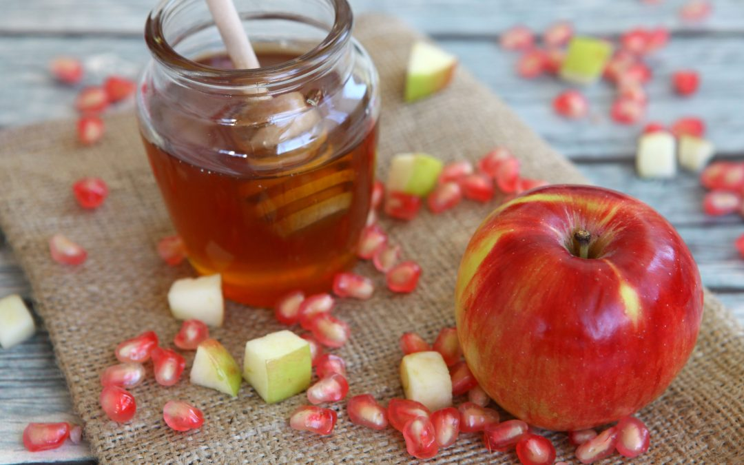 Why Jews Dip Apples in Honey on Rosh Hashanah — and Why Vegans Say the Custom is a Problem