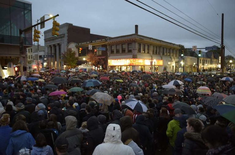 After a Mass Killing in Pittsburgh, a Havdalah of Defiance Attracts Jews & Non-Jews