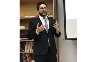 Rabbi Eli Yoggev in Haggadah class. (Photo by Amanda Krotki, Jmore)