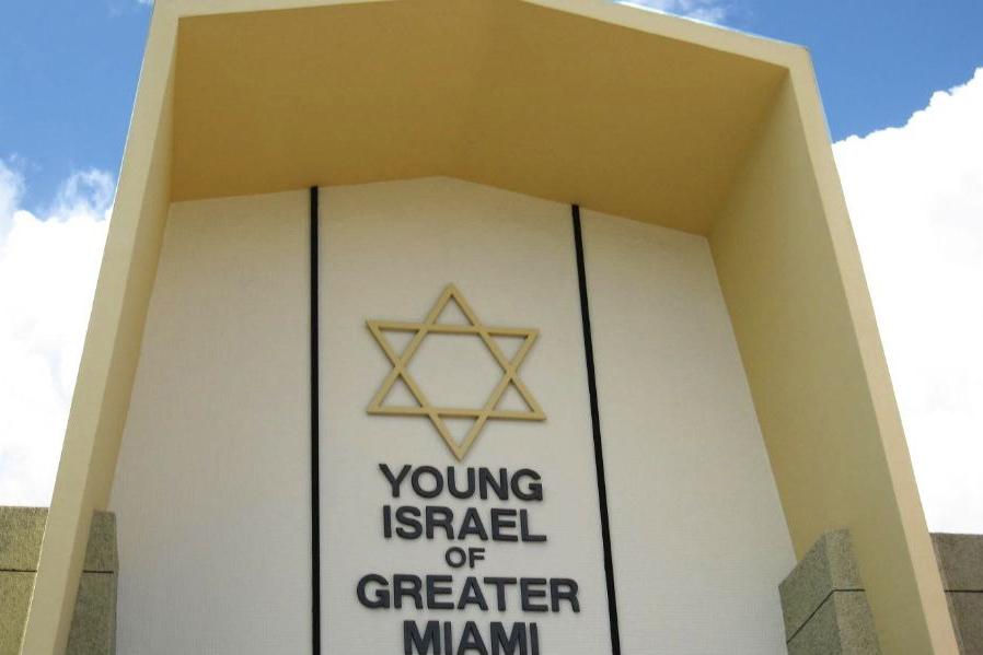 Man shot outside of Miami synagogue