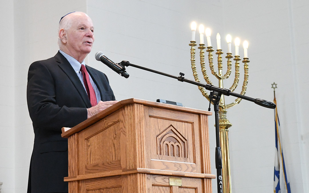 Sen. Benjamin L. Cardin congratualates Beth Am for returning to its Reservoir Hill home. (Photo by Jim Burger)