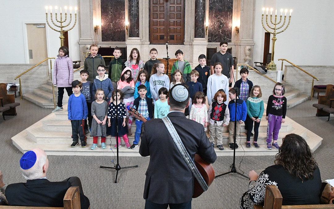 "Rabbi Daniel Cotzin Burg (with his back to the camera) leads Beth Am's Jewish Discovery Lab students in singing ""Hinei Mah Tov"" and ""Olam Chesed Yibaneh."" (Photo by Jim Burger)"