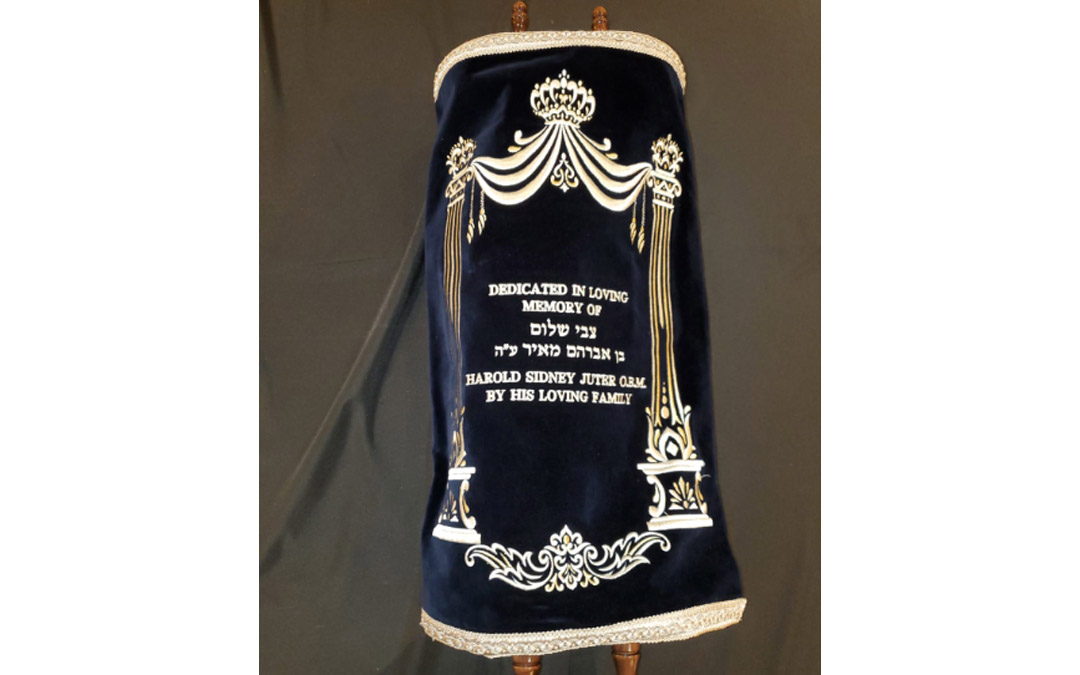 Chabad of Downtown's new Torah scroll was dedicated in memory of the late Harold Juter by his family. (Photo by Naftali Druk, Chabad of Downtown)